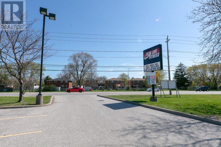 Image nr 2 for listing 10700 TECUMSEH ROAD East, Windsor