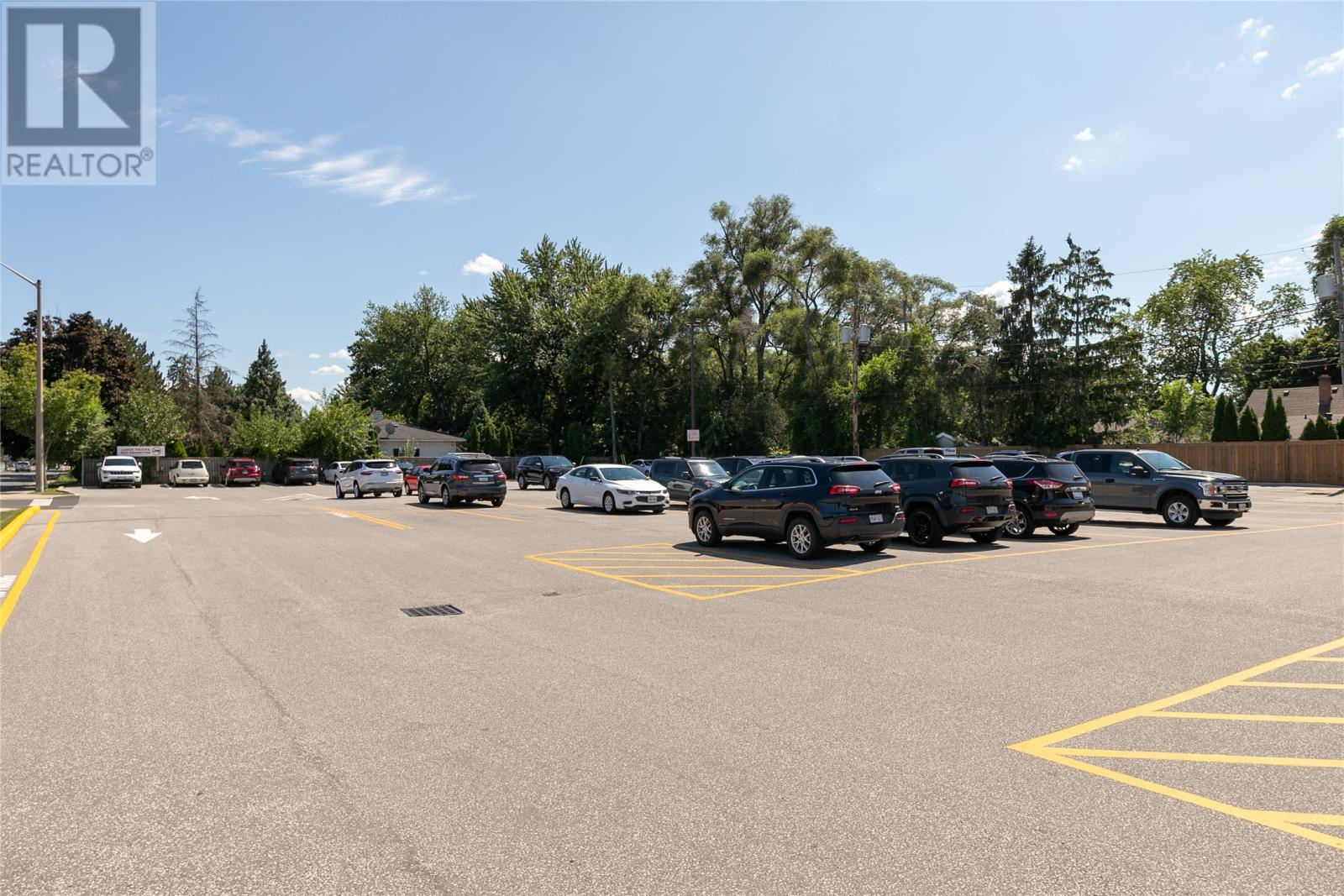 Image nr 7 for listing 3863 DOUGALL ROAD, Windsor