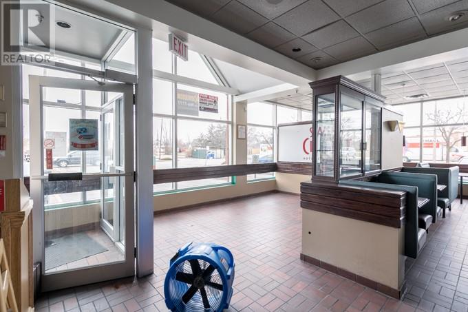 Image nr 18 for listing 1690 HURON CHURCH ROAD, Windsor