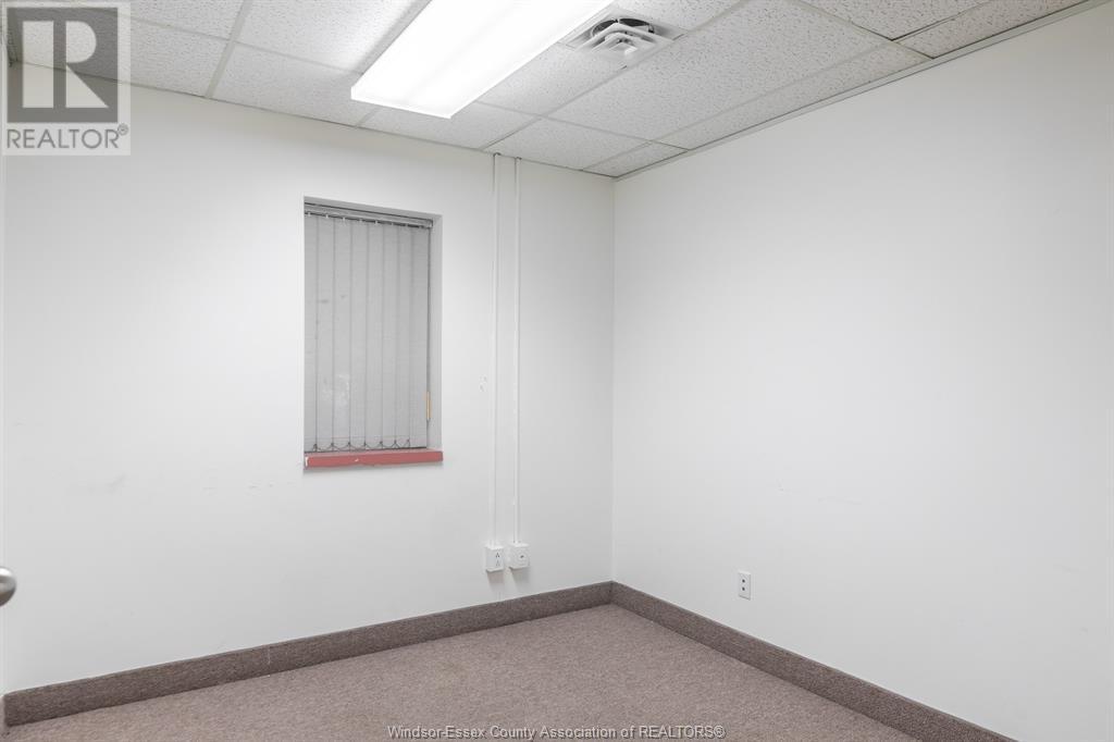 Image nr 21 for listing 3905-3911 TECUMSEH ROAD East, Windsor