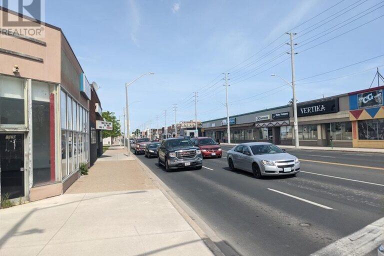 Image nr 3 for listing 1320 TECUMSEH ROAD East, Windsor