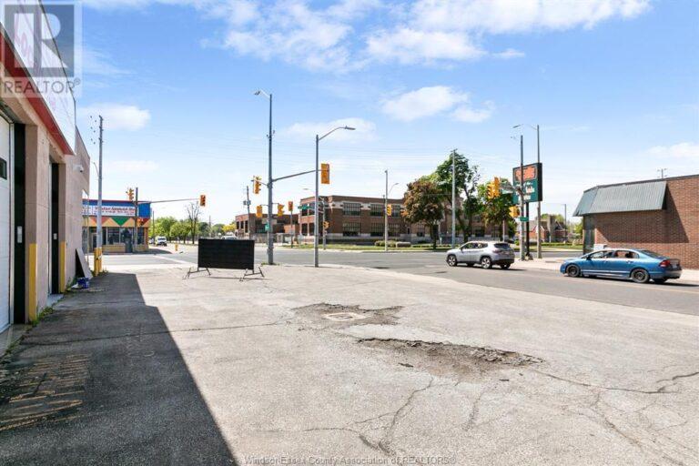 Image nr 4 for listing 1320 TECUMSEH ROAD East, Windsor