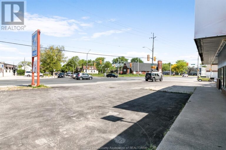 Image nr 6 for listing 1707 TECUMSEH ROAD West, Windsor