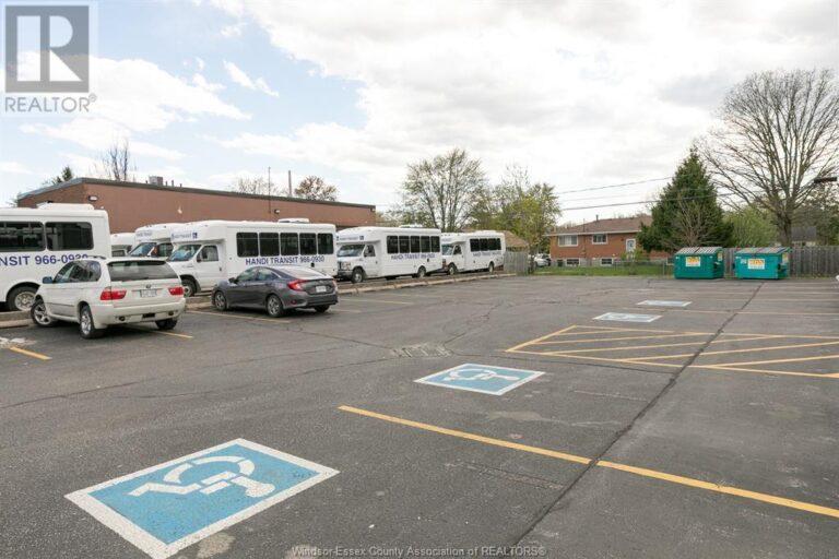 Image nr 5 for listing 3719 WALKER ROAD, Windsor