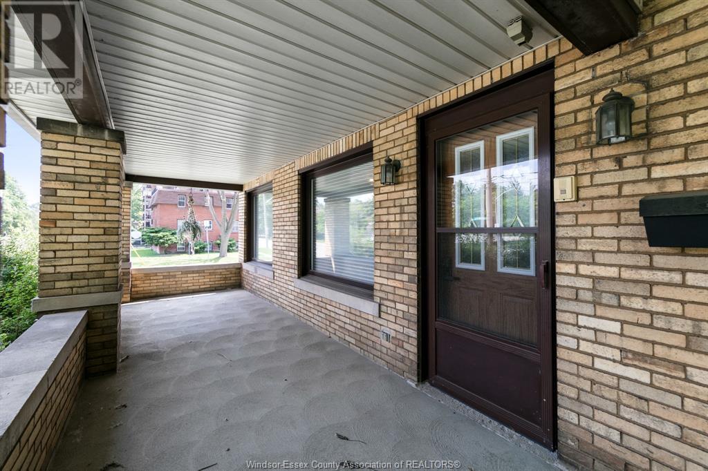 Image nr 8 for listing 2311 UNIVERSITY, Windsor