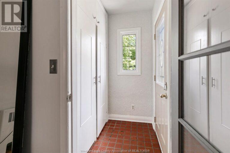 Image nr 11 for listing 2377 HALL, Windsor