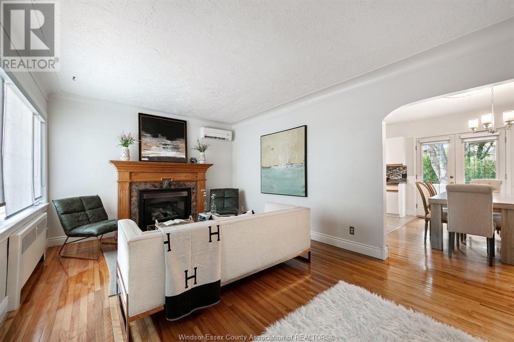 Image nr 12 for listing 2377 HALL, Windsor