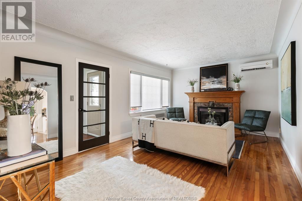 Image nr 13 for listing 2377 HALL, Windsor