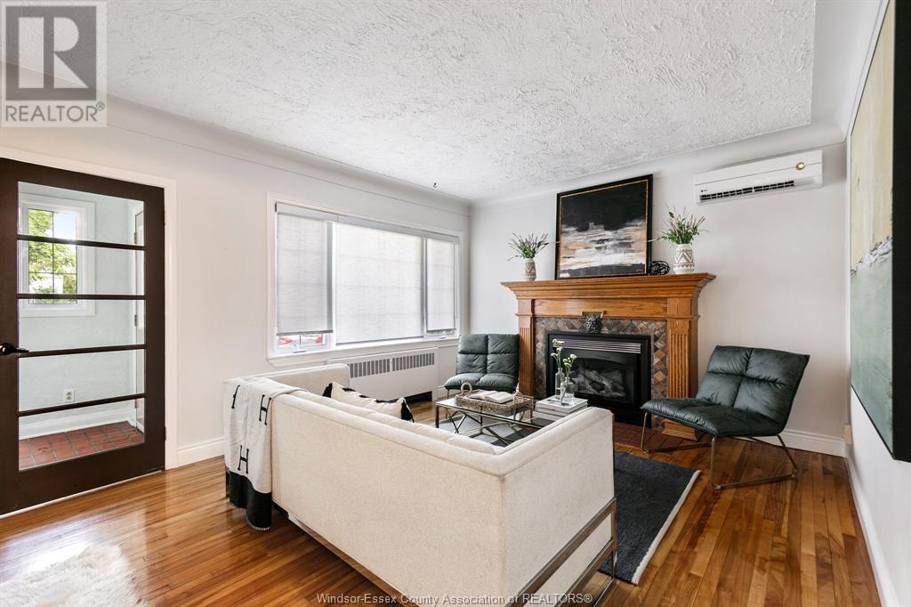 Image nr 15 for listing 2377 HALL, Windsor