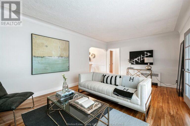 Image nr 16 for listing 2377 HALL, Windsor