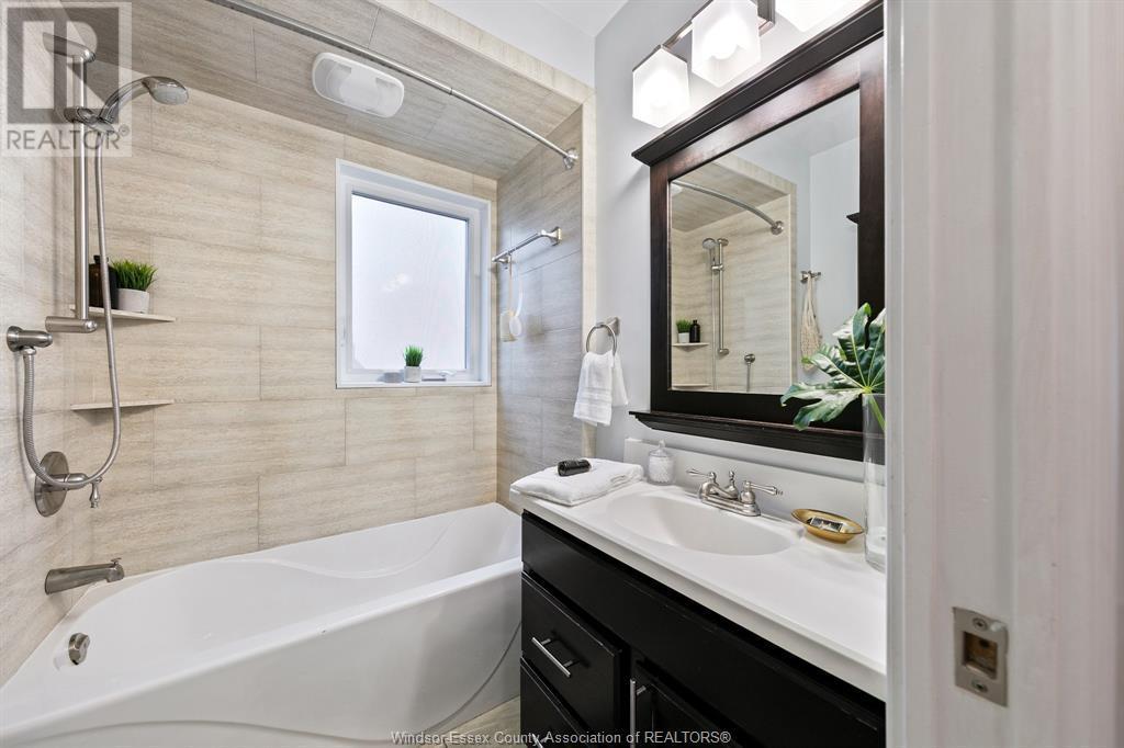 Image nr 24 for listing 2377 HALL, Windsor