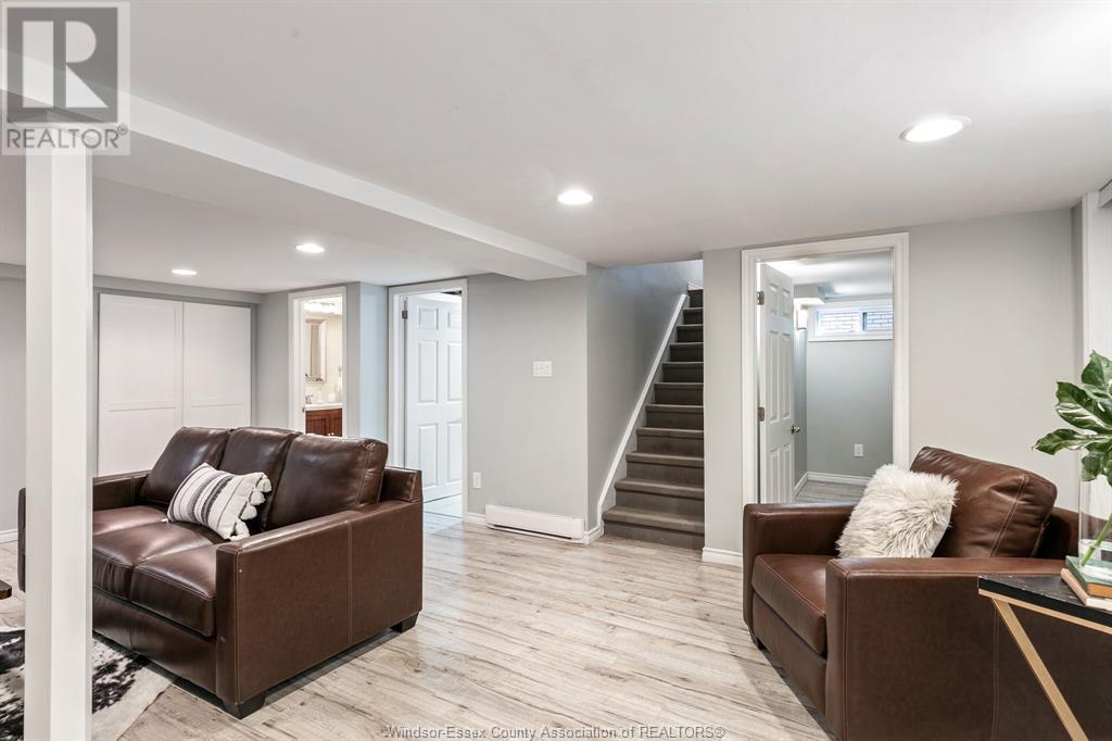 Image nr 31 for listing 2377 HALL, Windsor