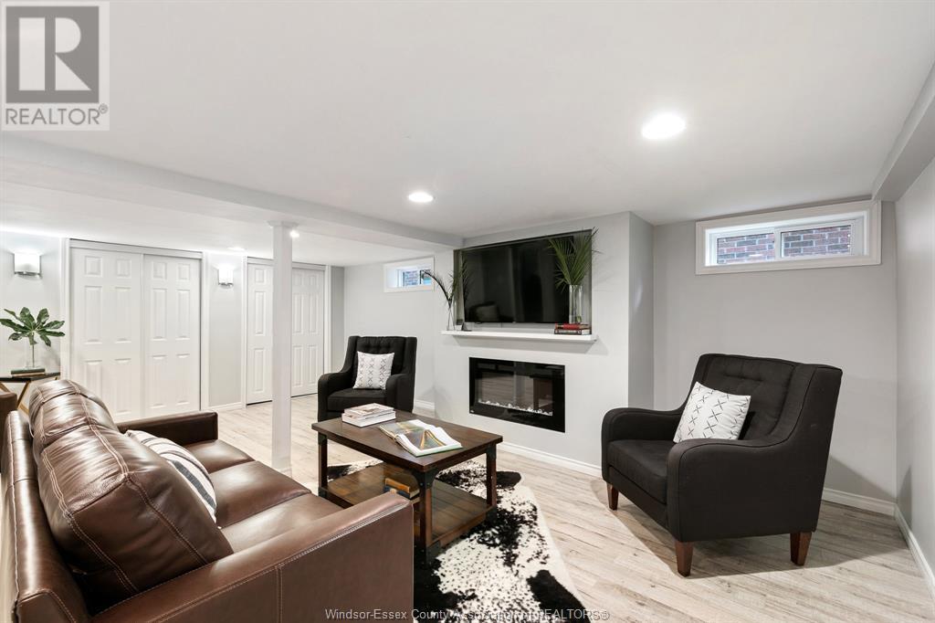 Image nr 33 for listing 2377 HALL, Windsor