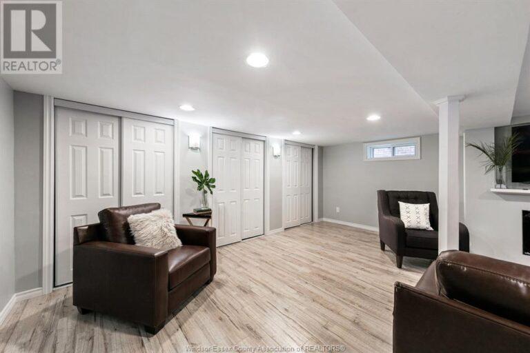 Image nr 35 for listing 2377 HALL, Windsor