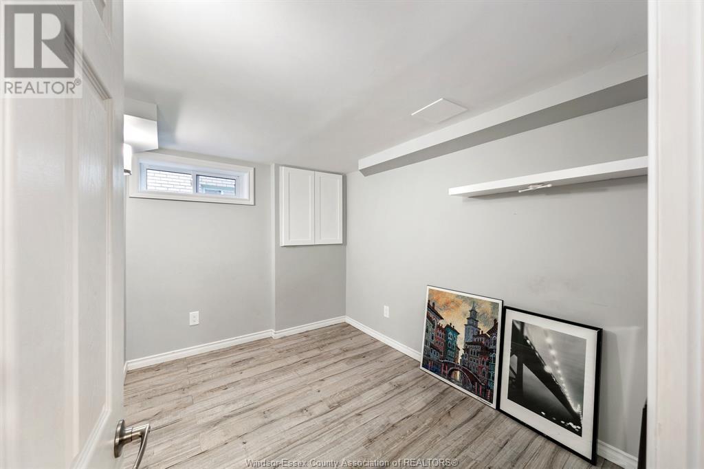 Image nr 36 for listing 2377 HALL, Windsor