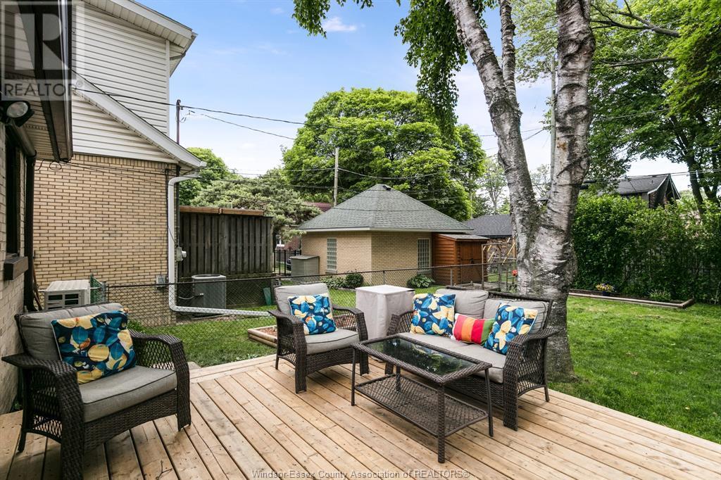 Image nr 7 for listing 2377 HALL, Windsor